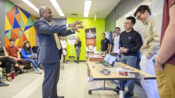Chancellor May visits the UC Davis Student Start-up Center in Bainer Hall on October 16, 2018.