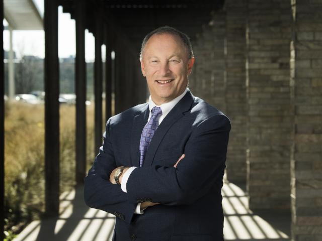 Portrait of UC Davis Provost and Senate Chairs Committee Co-Chair Ralph J. Hexter